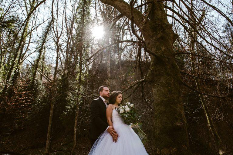 Couple dans les bois