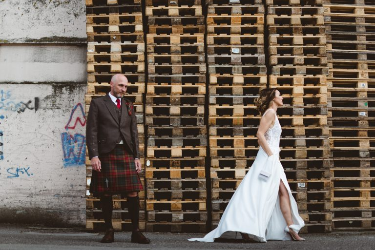 Couple allant se marier en kilt